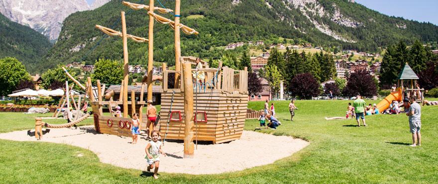 jeux de plein air dans un parc public