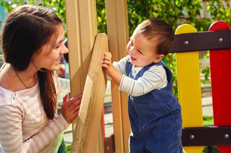 Installation aires de jeux pour la petite enfance